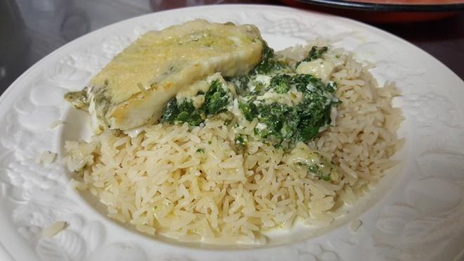 Gratineret fisk med spinat og Parmigiano Reggiano