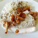 Dampet torsk med smørsauce og stegte kantareller
