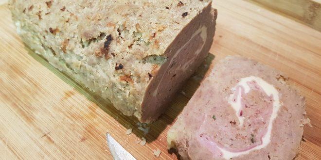 Italiensk farsbrød med en røget udgave af osten scamorza og prosciutto cotto