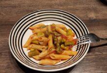 Pasta med asparges og tomat